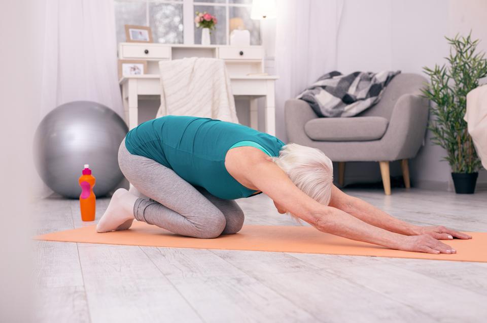 2 Yoga Asanas That Help Senior Citizens Age Gracefully