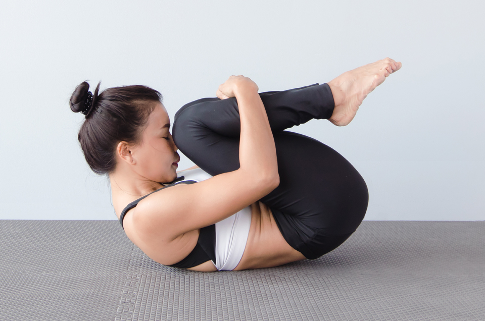 Flabby Abs Bothering You? Try These 3 Yoga Asanas for a Toned Mid Section