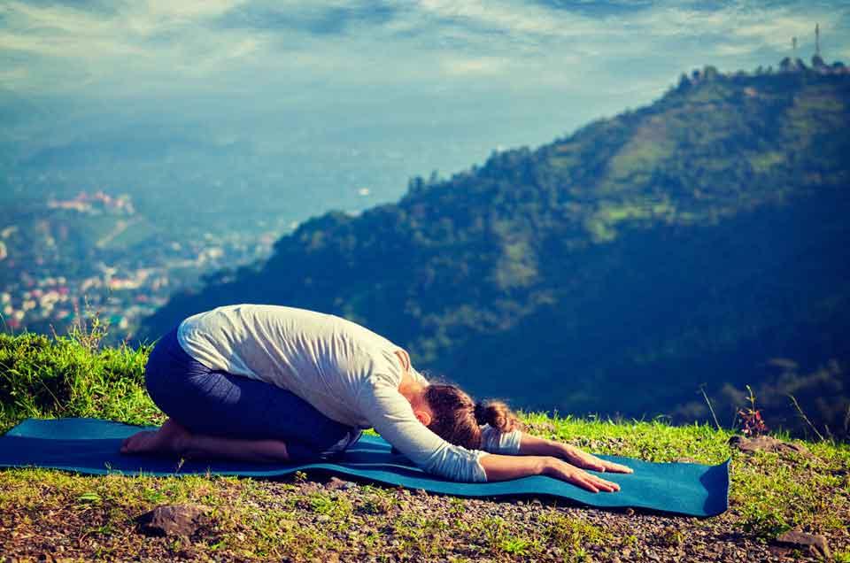 तनाव प्रबंधन की 3 आयुर्वेदिक युक्तियाँ, जिनकी हम सभी को जरूरत है।