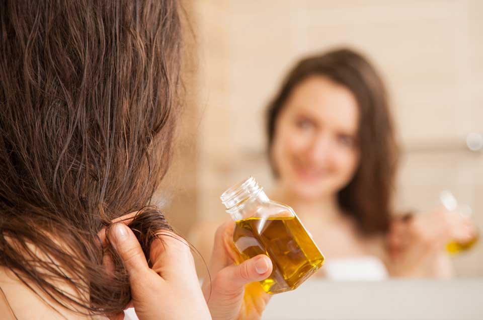 आयुर्वेदिक हेयर ऑयल: जानिये कैसे घर पर ही तैयार करें सिर के लिए तेल