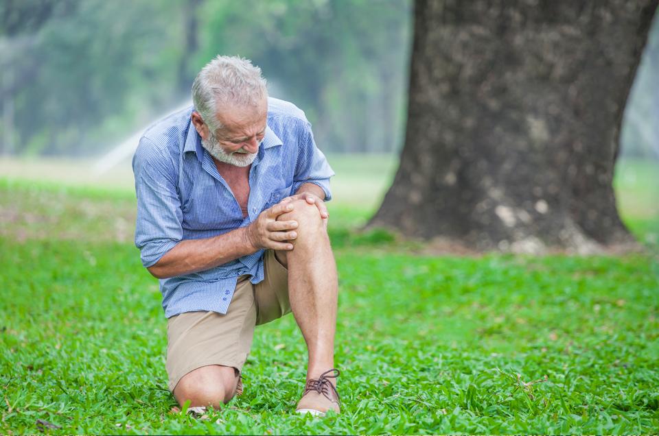 घुटनों के प्रतिस्थापन के लिए शल्य चिकित्सा के बारे में सोच रहे हैं? पहले यह पढ़ें