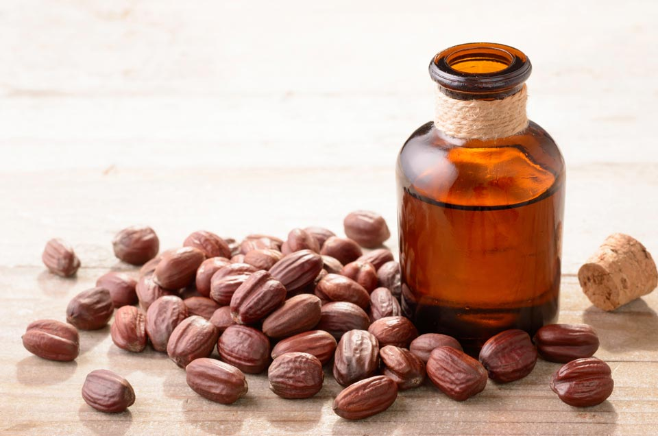 Top 3 Ayurvedic Hair Oil For a Dandruff-free Scalp and Hair
