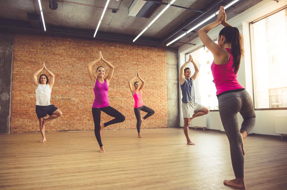 वृक्षासन करें,  शारीरिक बल और एकाग्रता बढ़ाएँ