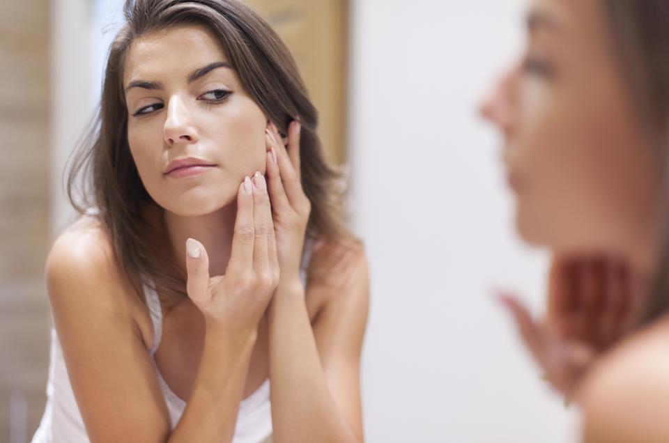 सर्दियों में रूखी त्वचा में नमी लाने के 5 उपाय
