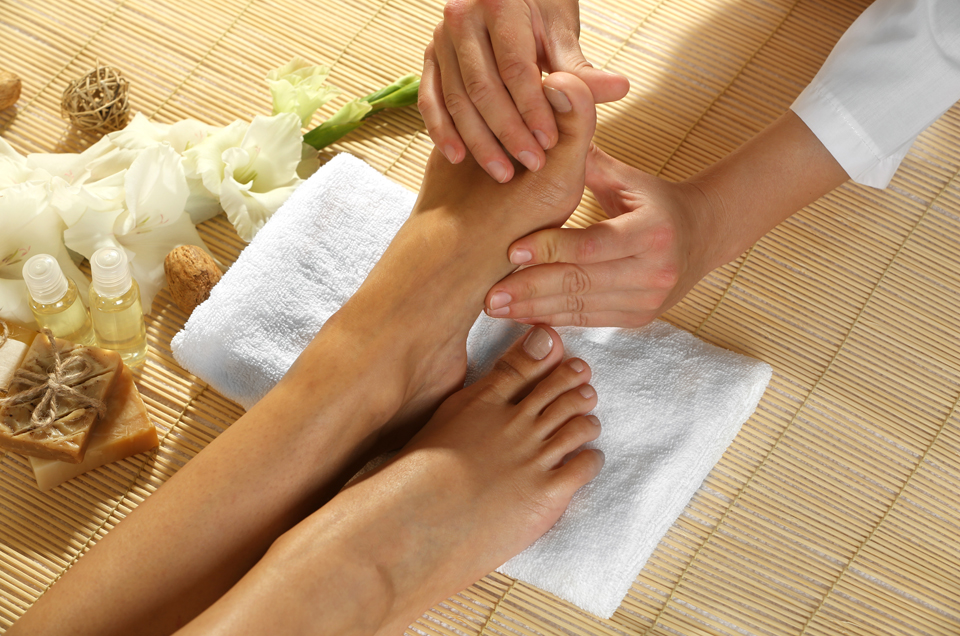 Easy steps for Ayurvedic feet massage at home